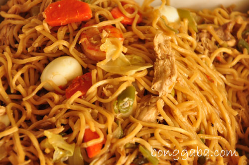 pancit canton1 Noche Buena Recipes: Bongga Holiday Dish Ideas